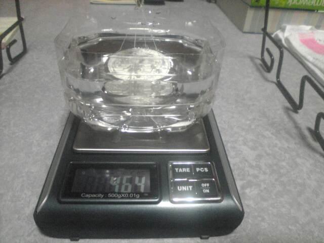 銀貨の密度の測定 銀貨を沈める