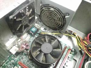 パソコンのメンテナンス。内部のホコリをとる。画像3